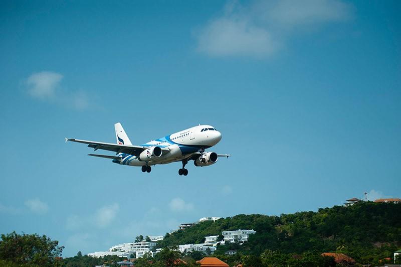 Flugreise nach Weisheitszahn OP fliegen im Flugzeug