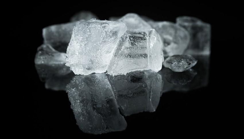 Richtig kühlen nach der Weisheitszahn OP - Kühlpads und Eiswürfel